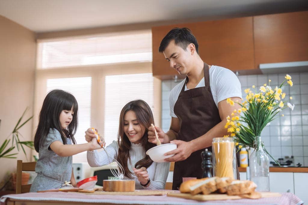 food_safety_family_cooking_illness