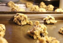 raw_cookie_dough_salmonella_ecoli_food_safety_illness