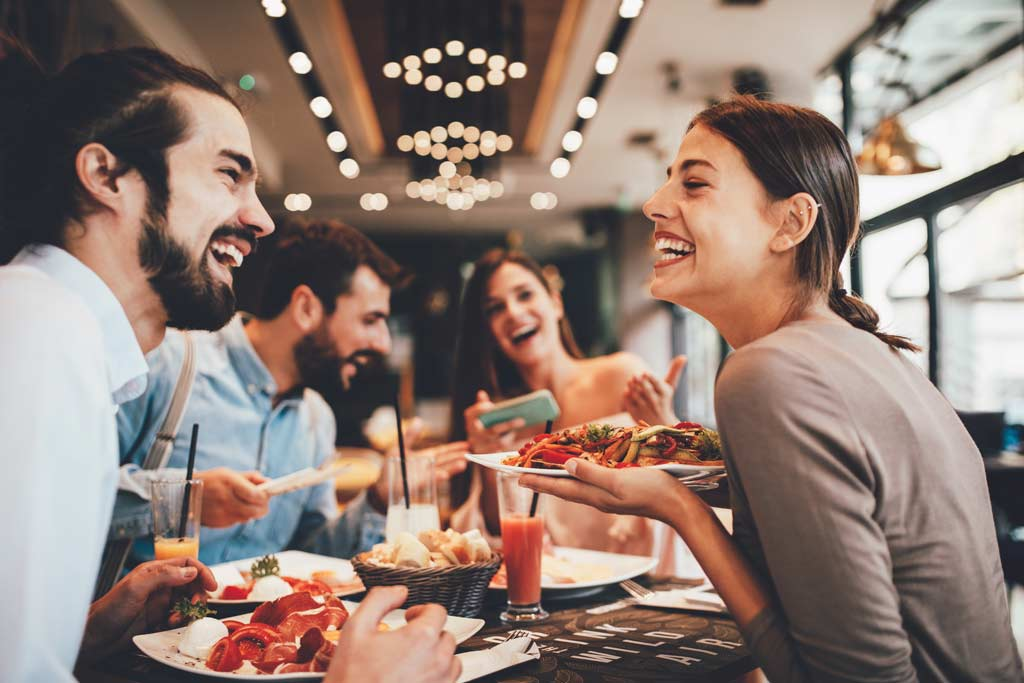ating_out_dining_food_illness_food_safety_001_shutterstock